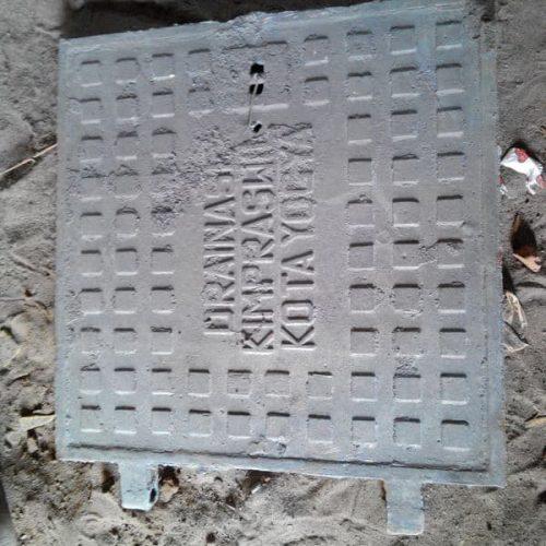 manhole penutup lubang gorong-gorong