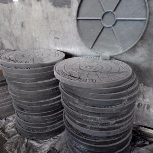 proyek manhole penutup lubang jalan semarang