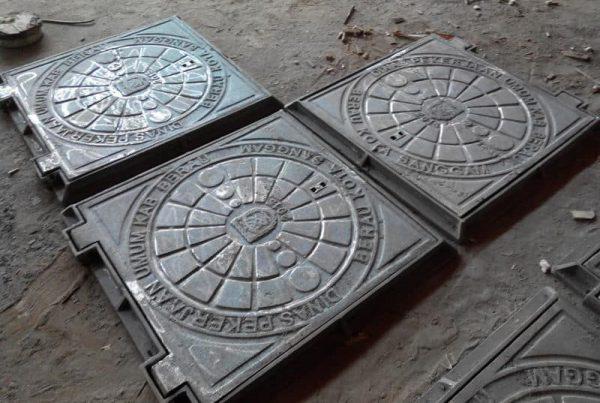 manhole cover trotoar